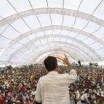Rajagopal_speaking_to_25,000_people,_Janadesh_2007,_India ( wikipedia.org )